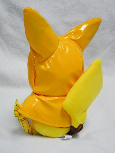 マンスリーピカチュウ第3弾の6月版 レインコート姿のピカチュウ